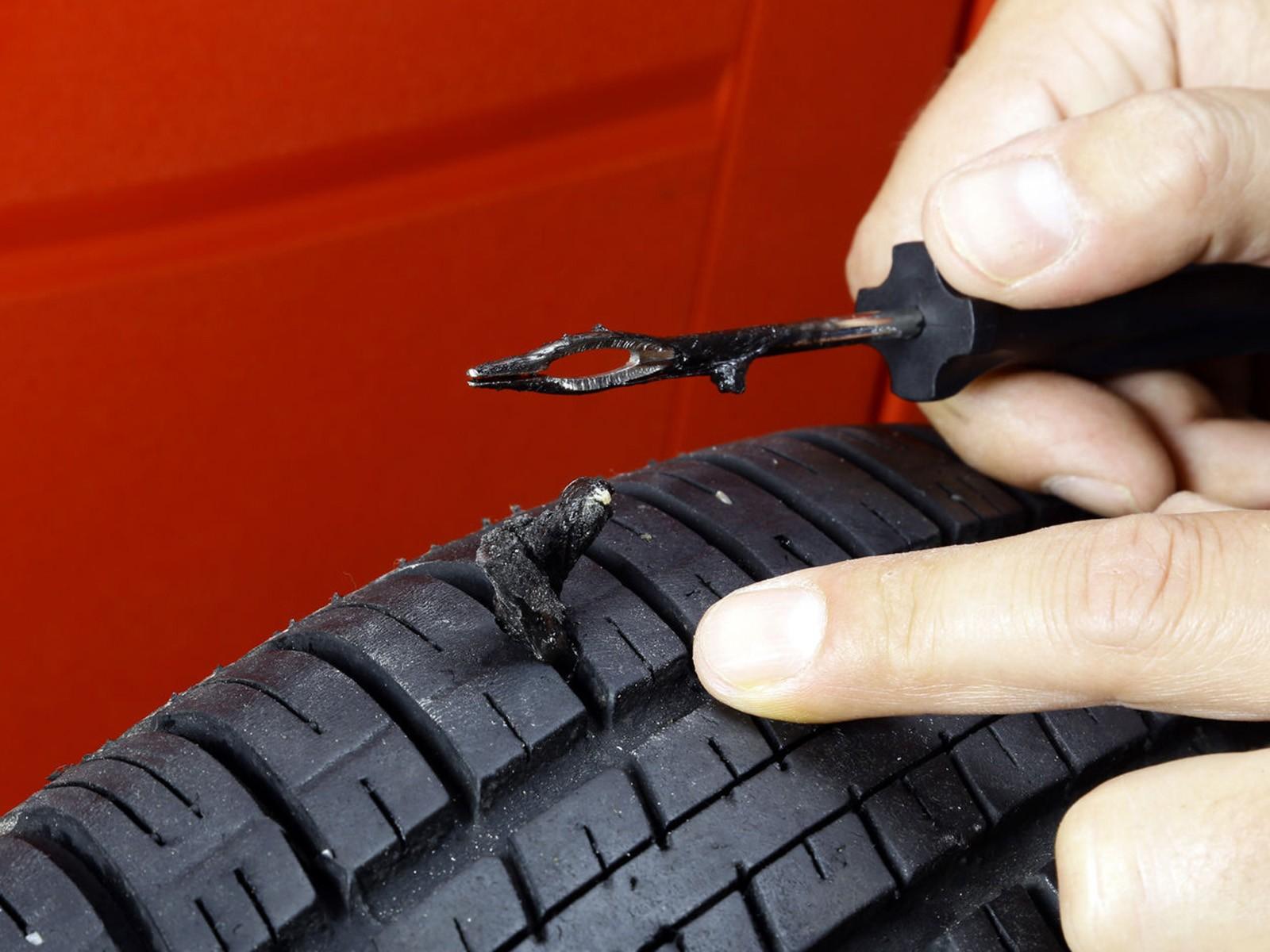 Procéder à la réparation d'un pneu