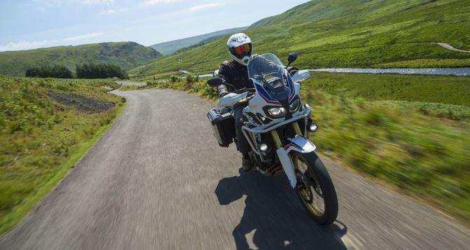Premier voyage à moto : les conseils pour réussir !